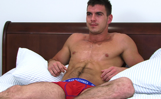 Horny Str8 Geezer Paddy O'Brian Lets Dan Broughton be the 1st Man to Suck him! What an Explosion!
